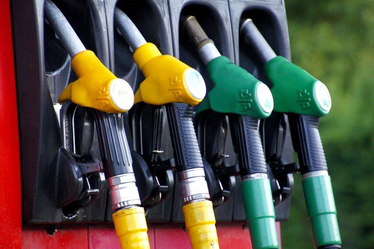 Tankolhat-e autójába új, E10-es adalékos benzint?